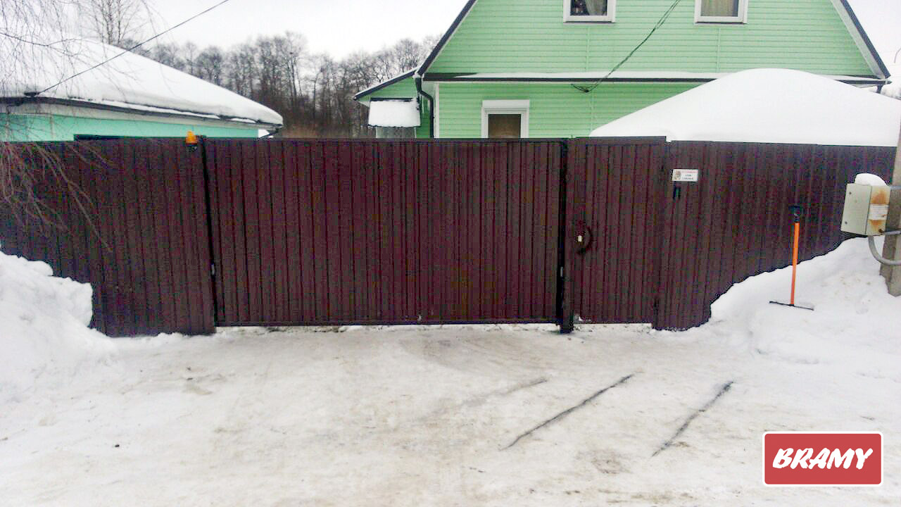 Откатные ворота на даче